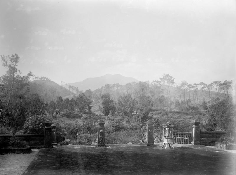 Canh tuong la o lang Gia Long nam 1898