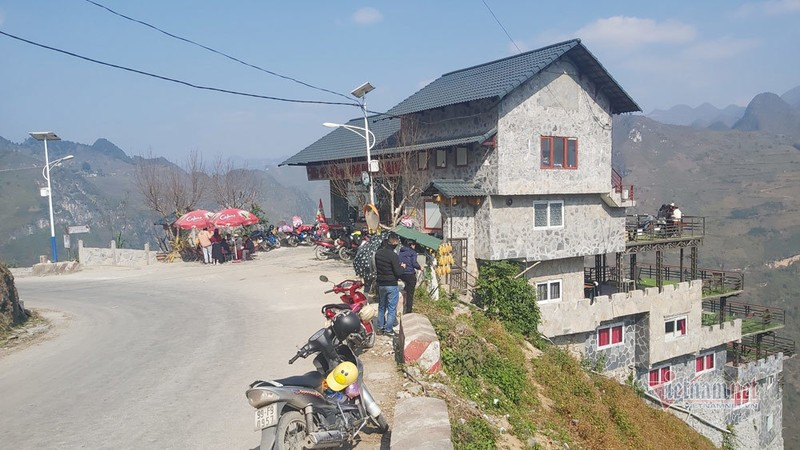 Dai dien UBND huyen Meo Vac noi Panorama Ma Pi Leng duoc cai tao theo dung tham dinh-Hinh-2