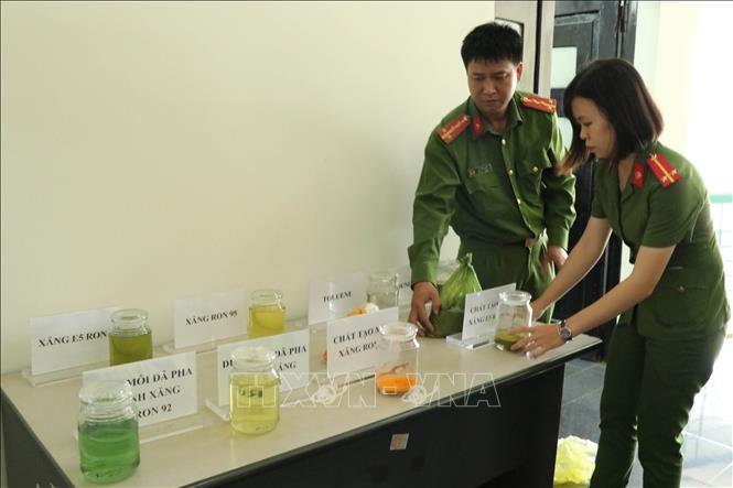 Trinh Suong va dong pham se hau toa ngay 12/1