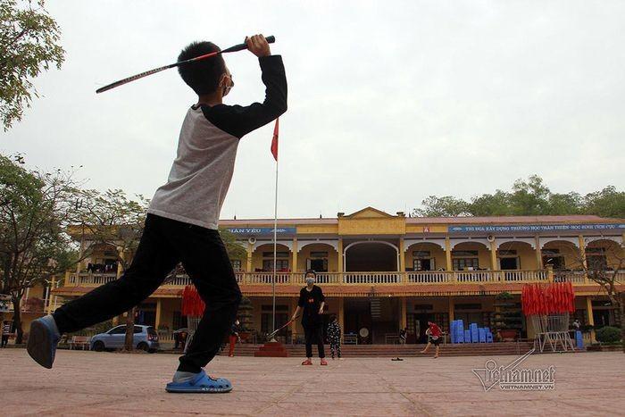 Cuoc song ben trong truong hoc la diem nong COVID-19 o Hai Duong-Hinh-3