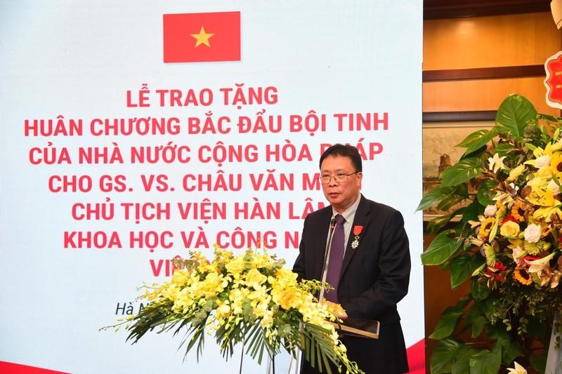 Nha khoa hoc Viet nhan Huan chuong Bac dau Boi tinh cua Phap
