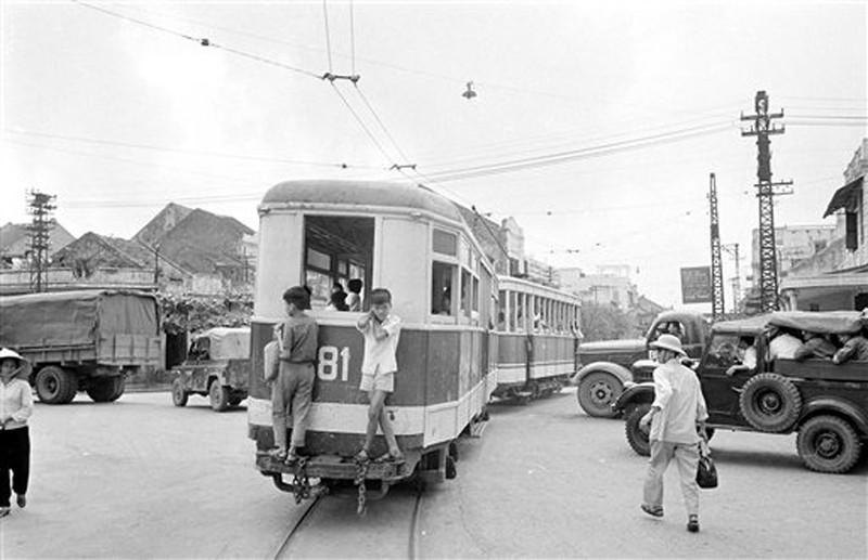 Anh de doi nhung chuyen tau dien o Ha Noi nam 1973-Hinh-3