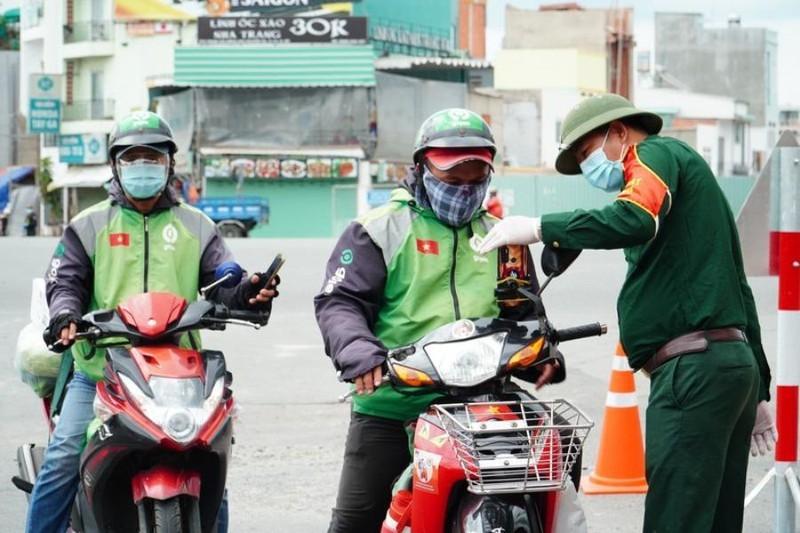 TP.HCM: Shipper hoat dong tang 5 lan, xet nghiem COVID-19 khong kip