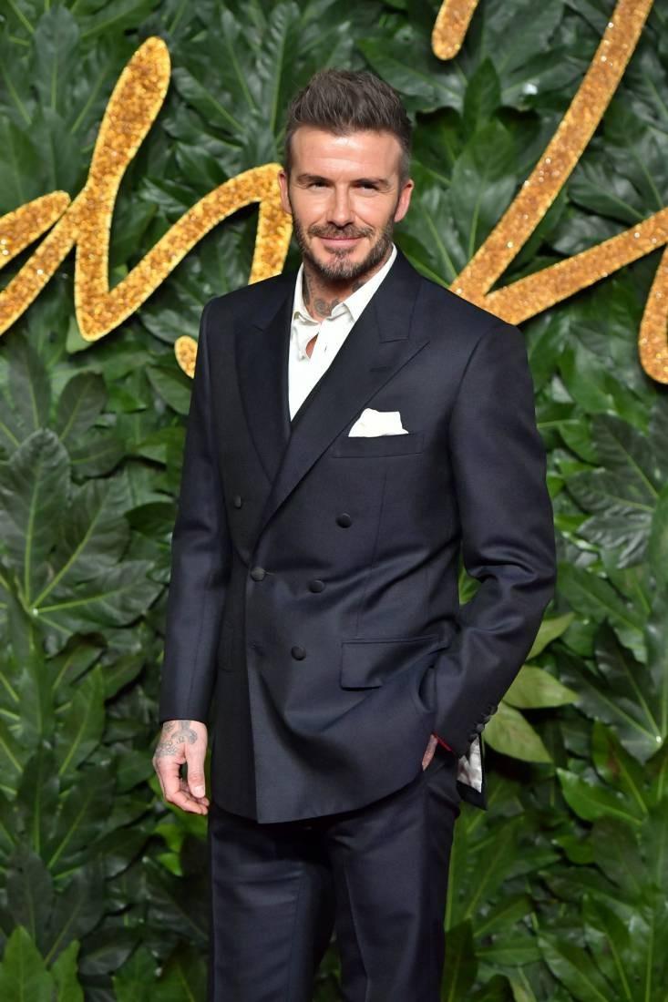 Vi sao David Beckham thuong khong cai cuc cuoi bo suit?-Hinh-2
