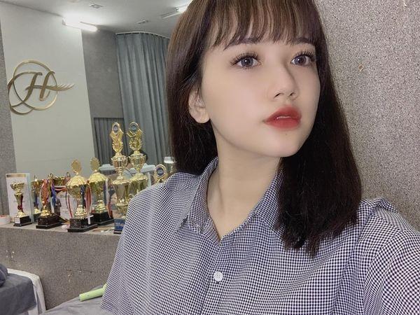 Dan mang truy lung info nu sinh xinh xan chup chung voi Bao Han-Hinh-2