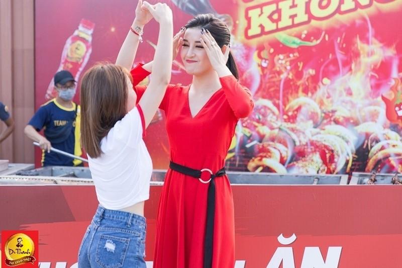 Le hoi Pho hang nong: Gioi tre hao huc cho cap doi Big Daddy – Emily-Hinh-2