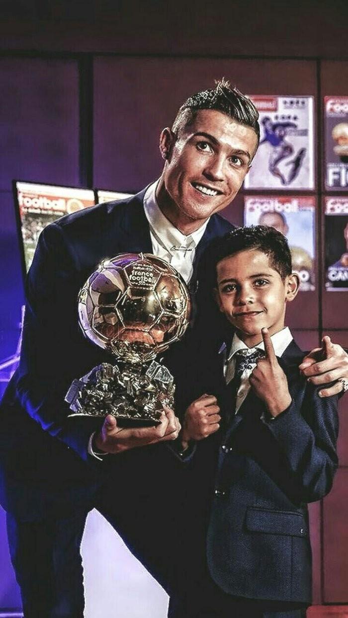 Chuan con trai Ronaldo: Tao Instagram 1 ngay da can moc trieu follow-Hinh-5