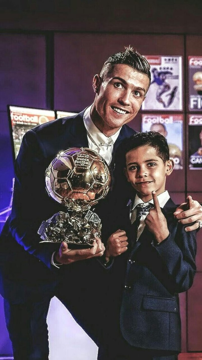 Chuan con trai Ronaldo: Tao Instagram 1 ngay da can moc trieu follow-Hinh-6