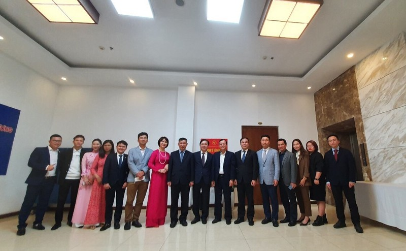 Chu tich VUSTA Phan Xuan Dung chuc Tet can bo, nhan vien Vien Kinh te va Phat Trien-Hinh-3