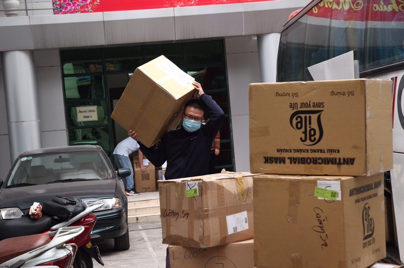 COVID-19: Chu tich VUSTA Phan Xuan Dung trao tang tinh Hai Duong vat tu y te-Hinh-5