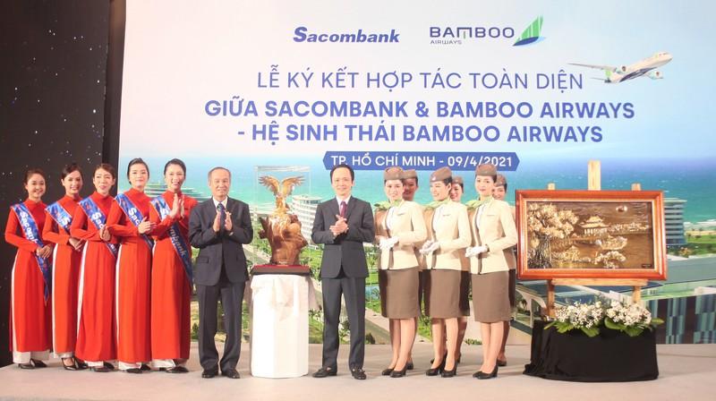 Sacombank ky ket hop tac toan dien voi Bamboo Airways-Hinh-5