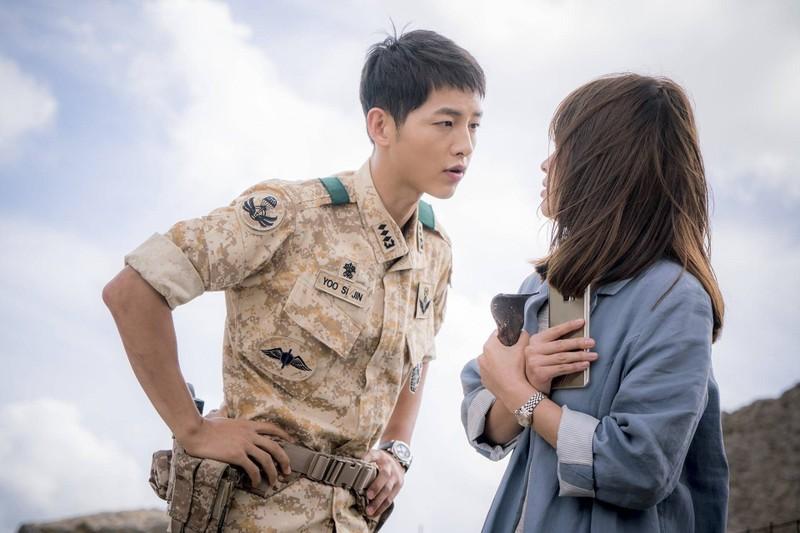 """Thoi tho au cua quan nhan """"Hau due mat troi"""" Song Joong Ki-Hinh-2"""