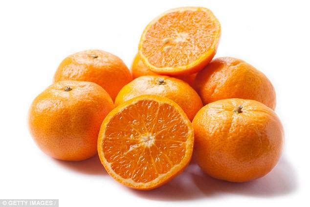 Hoa qua giau vitamin C cuu canh trong  dieu tri ung thu