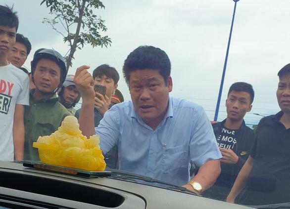 Chu doanh nghiep goi giang ho vay xe cho cong an o Dong Nai la dai bieu HDND