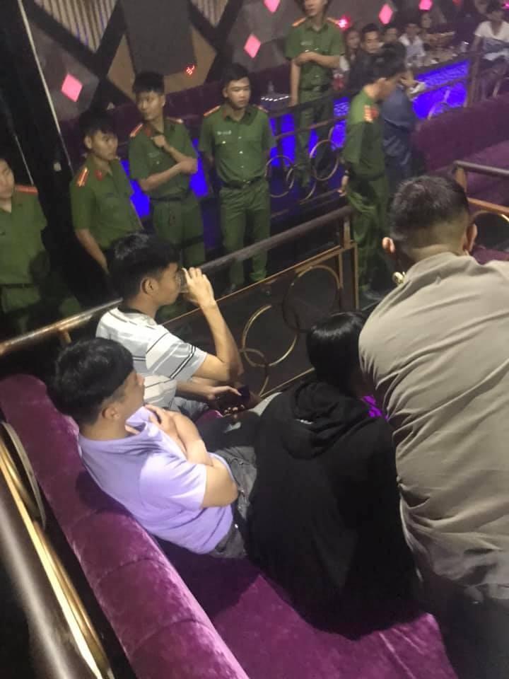 Dong Nai: Gan 100 dan choi dang quay tung bung quan bar Romance