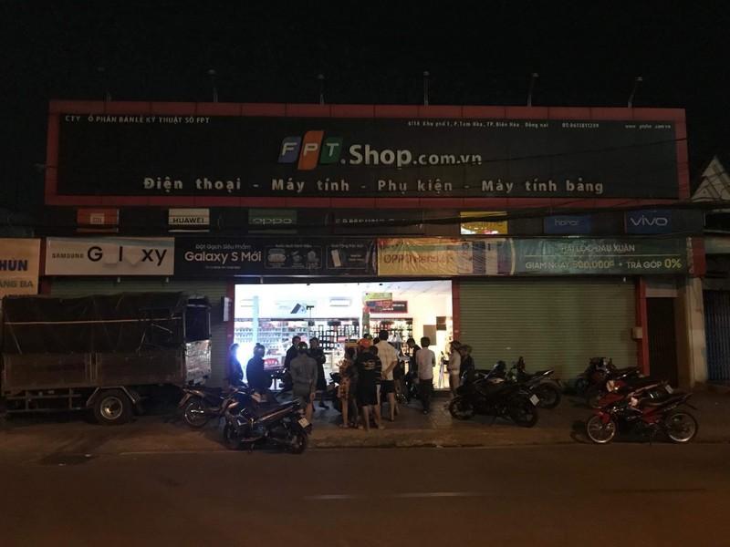 Nguoi dan ong dot nhap cua hang FPT Shop trom hon nua ty dong-Hinh-2