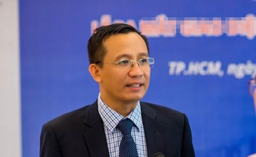 Canh sat 'nhap vai' tien si Bui Quang Tin trong buoi thuc nghiem lai hien truong