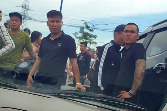 Toan canh vu giam doc goi giang ho vay chan xe cho cong an Dong Nai-Hinh-4