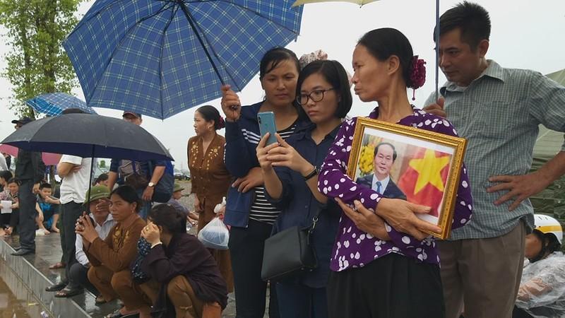 Chu tich nuoc Tran Dai Quang da an nghi tai que nha-Hinh-37