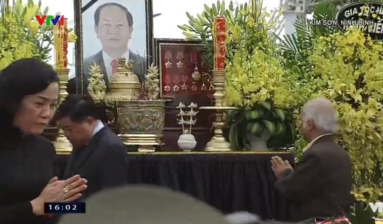 Chu tich nuoc Tran Dai Quang da an nghi tai que nha-Hinh-4
