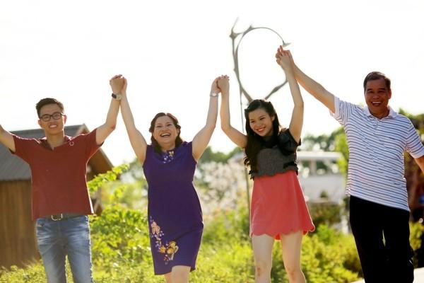 Duoc si Le Thi Binh: Sau su nghiep thanh cong la gia dinh hanh phuc-Hinh-2