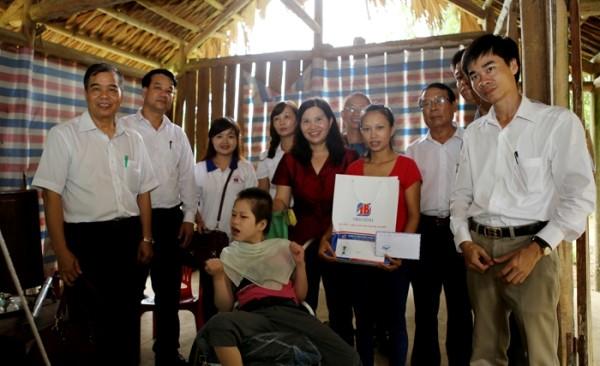 Duoc si Le Thi Binh: Sau su nghiep thanh cong la gia dinh hanh phuc-Hinh-4