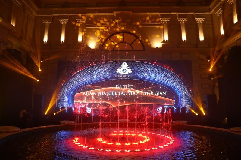 Tan Hoang Minh ra mat kiet tac vuot thoi gian D'. Palais Louis-Hinh-2