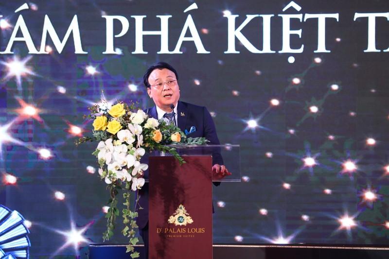 Tan Hoang Minh ra mat kiet tac vuot thoi gian D'. Palais Louis-Hinh-3