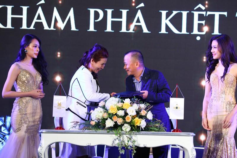 Tan Hoang Minh ra mat kiet tac vuot thoi gian D'. Palais Louis-Hinh-4
