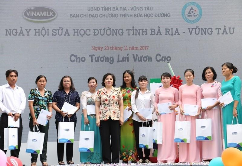 "Vinamilk 10 nam dong hanh cung ""Sua hoc duong"" vi mot Viet Nam vuon cao-Hinh-2"