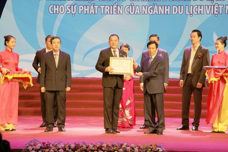 "Tap doan KS Muong Thanh gianh giai thuong ""DN co nhieu dong gop nhat cho nganh du lich VN""-Hinh-3"