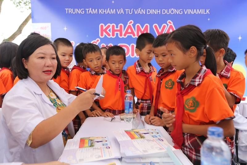 Vinamilk dem niem vui ngay tet trung thu den cho tre em tinh Vinh Phuc-Hinh-2