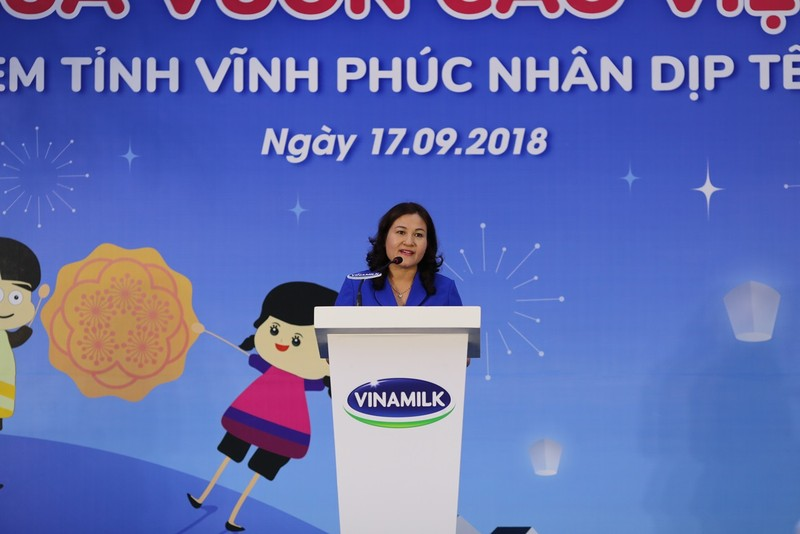 Vinamilk dem niem vui ngay tet trung thu den cho tre em tinh Vinh Phuc-Hinh-3