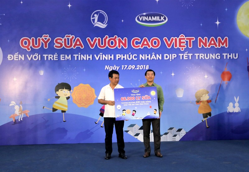 Vinamilk dem niem vui ngay tet trung thu den cho tre em tinh Vinh Phuc-Hinh-5