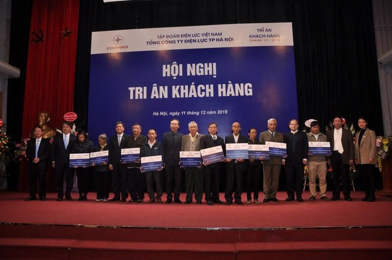 EVN HANOI tung bung tri an khach hang khach hang su dung dien-Hinh-3