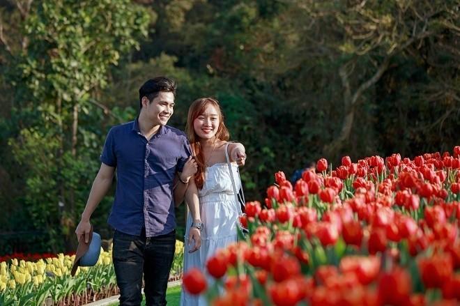 """Me mai giua """"doi"""" tulip ngat ngao huong sac tai Ba Na-Hinh-4"""