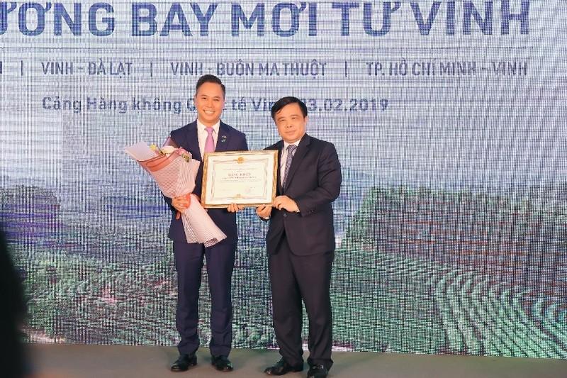 Pho Thu tuong Vuong Dinh Hue bay khai truong duong bay moi cua Bamboo Airways toi Vinh-Hinh-4