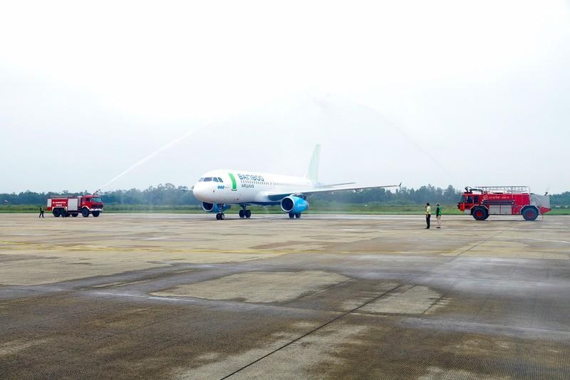 Pho Thu tuong Vuong Dinh Hue bay khai truong duong bay moi cua Bamboo Airways toi Vinh