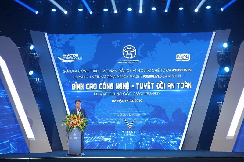 Viet Nam Grand Prix tang 10.000 mu bao hiem cho hoc sinh, sinh vien