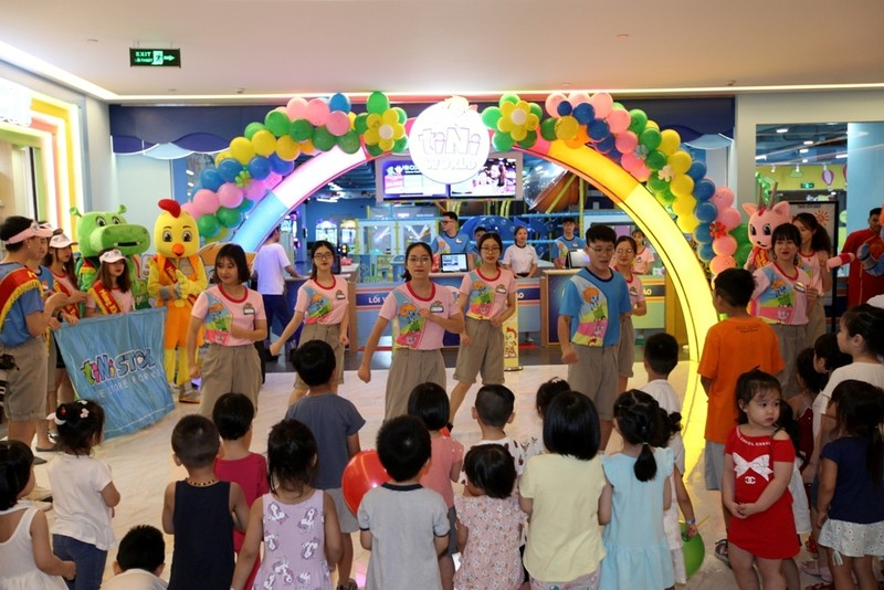Cung con vui Tet thieu nhi tai TTTM Sun Plaza Thuy Khue