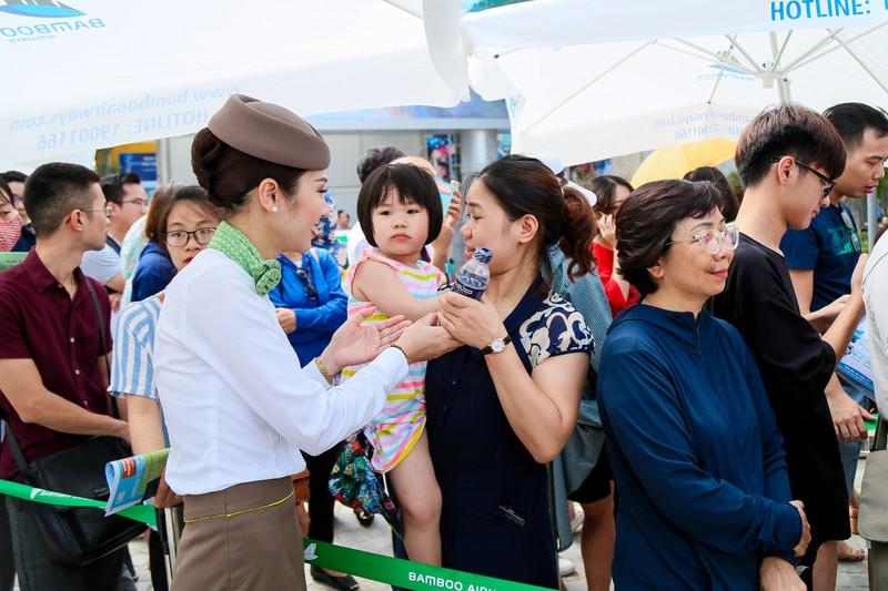 "Khach ""doi nang"" cho ""san""ve uu dai tai Bamboo Airways Tower 265 Cau Giay-Hinh-4"