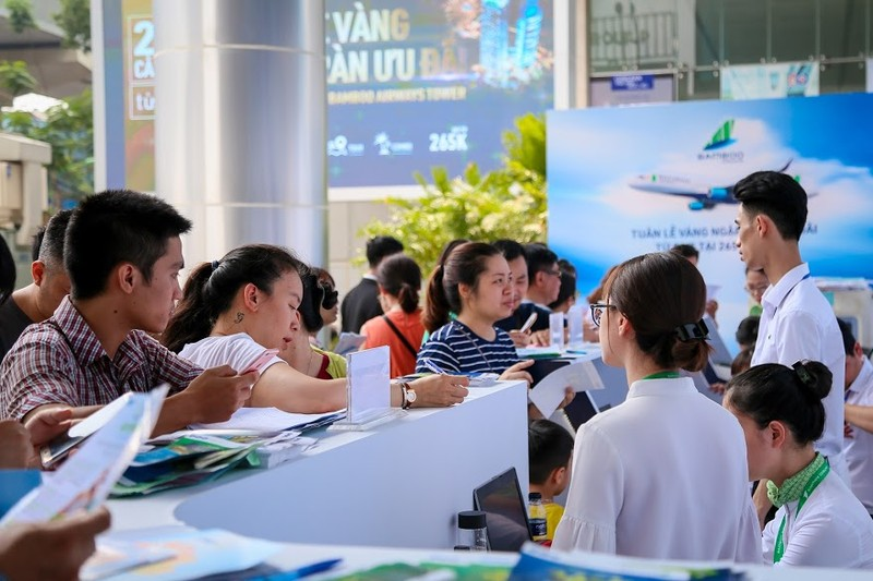 "Khach ""doi nang"" cho ""san""ve uu dai tai Bamboo Airways Tower 265 Cau Giay-Hinh-5"