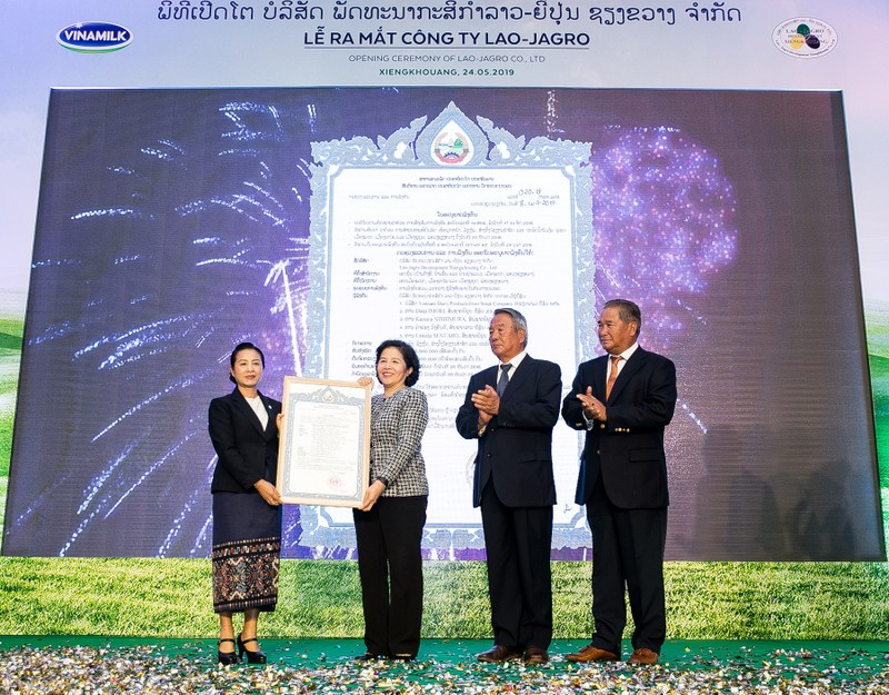 "Vinamillk cung Lao va Nhat xay dung ""Resort"" bo sua Organic"