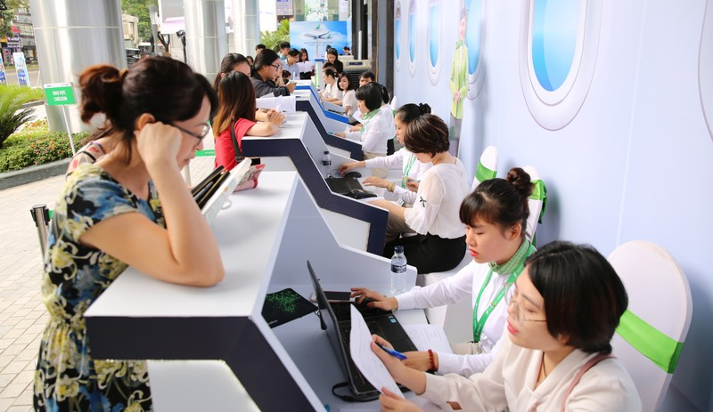 Chen chan mua ve 599k bay ngay thang 6 tai Bamboo Airways Tower 265 Cau Giay-Hinh-5