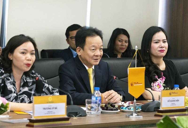 Bo truong Ngoai giao Bo Bien Nga den tham va lam viec tai TT Group