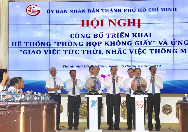 "TPHCM trien khai mo hinh ""Phong hop khong giay"", ""Giao viec tuc thoi-nhac viec thong minh""-Hinh-2"