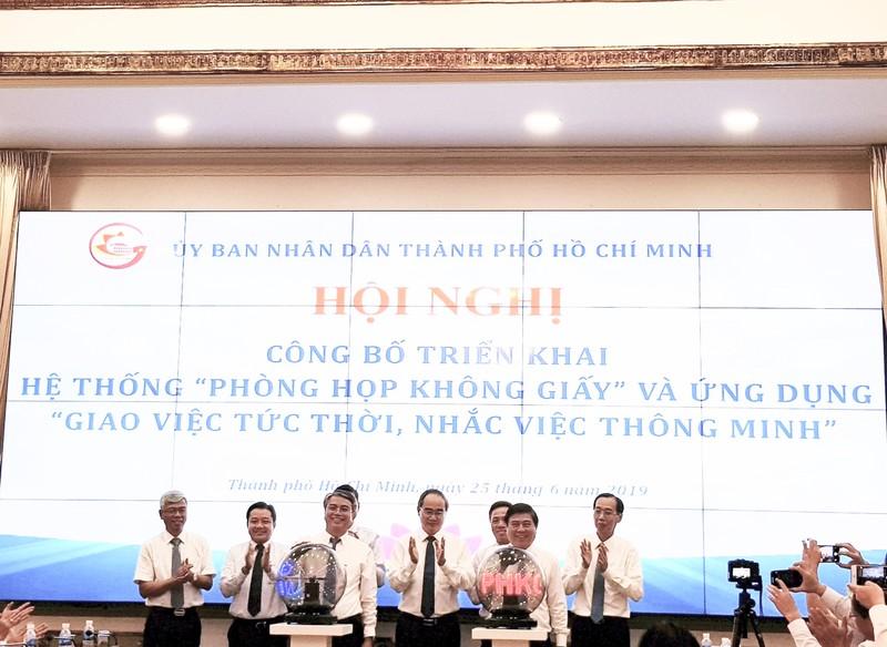 "TPHCM trien khai mo hinh ""Phong hop khong giay"", ""Giao viec tuc thoi-nhac viec thong minh""-Hinh-3"