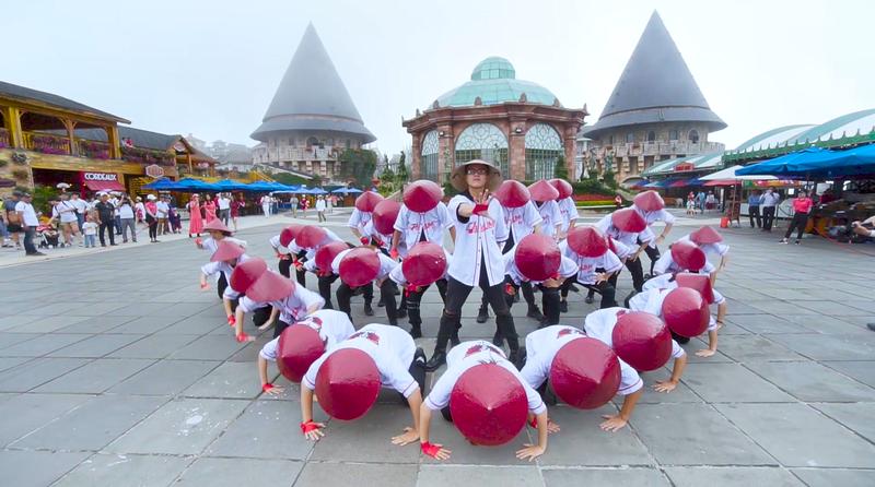 "Doan Trang, ST Son Thach, John Huy Tran lam giao khao chung ket Flashmob 2019 – ""Song tuoi tre""-Hinh-3"