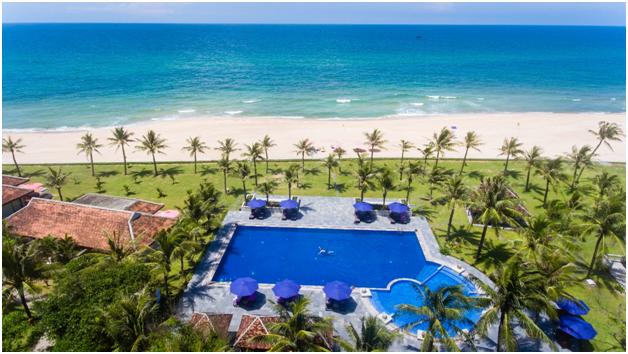 Du lich xa de nha ta them gan cung Ana Mandara Hue Beach Resort  Spa