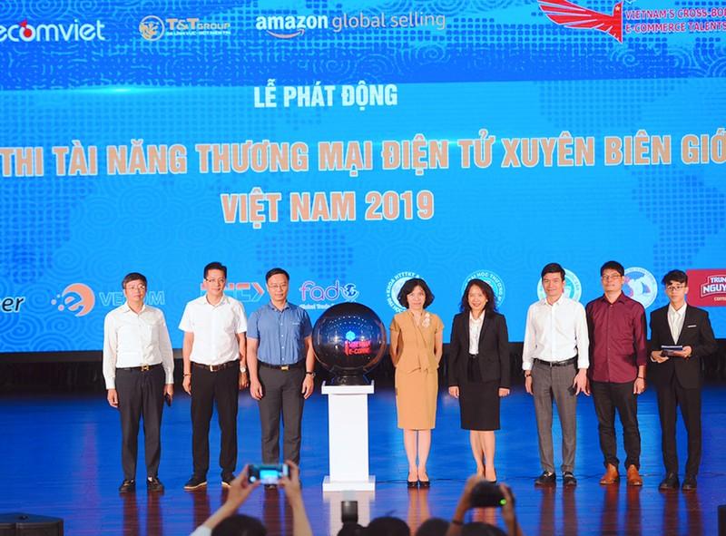 Cuc thuong mai dien tu va kinh te so cung T&T Group giup sinh vien khoi nghiep tren Amazon